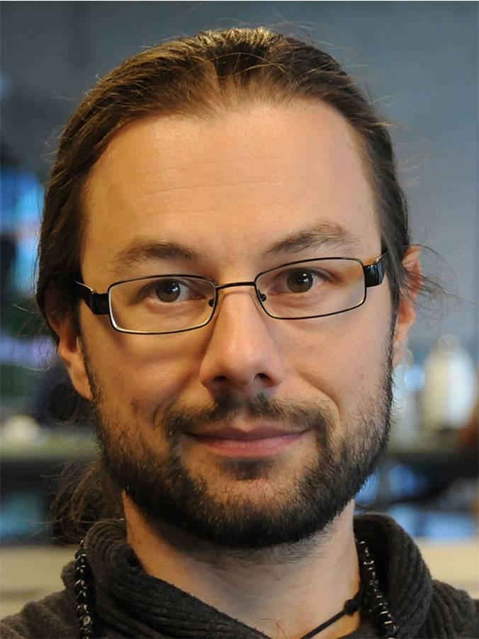 Dr. Tristan Behrens